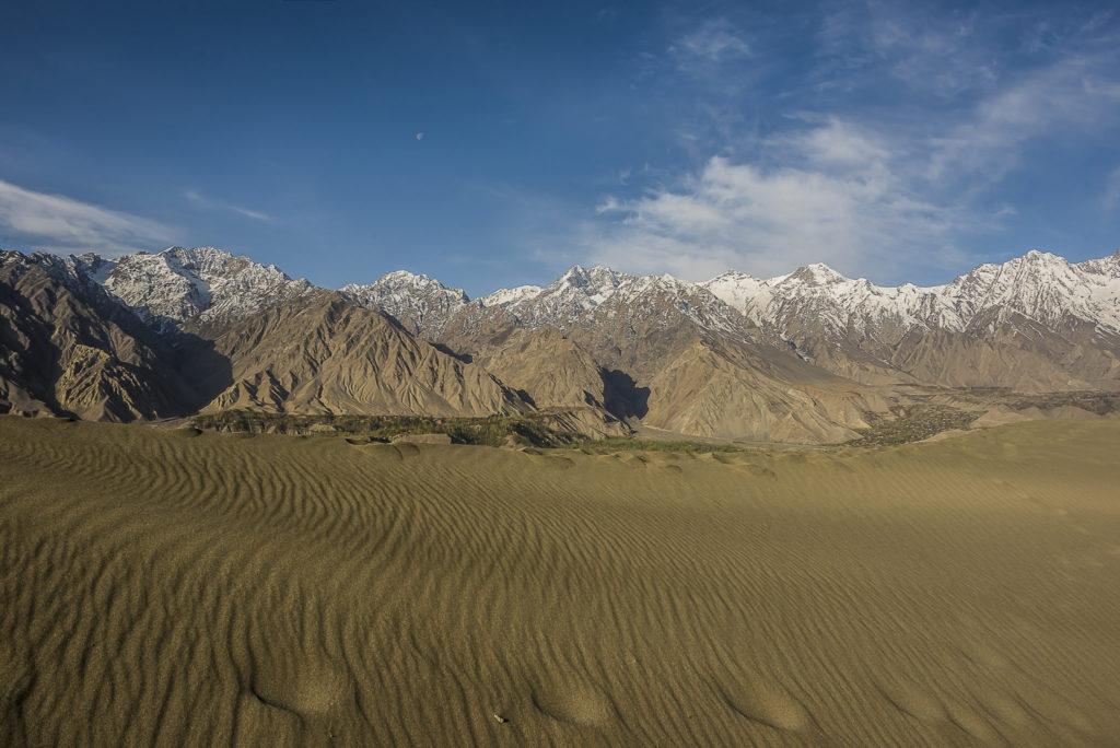 When desert meets mountains – Pakistan