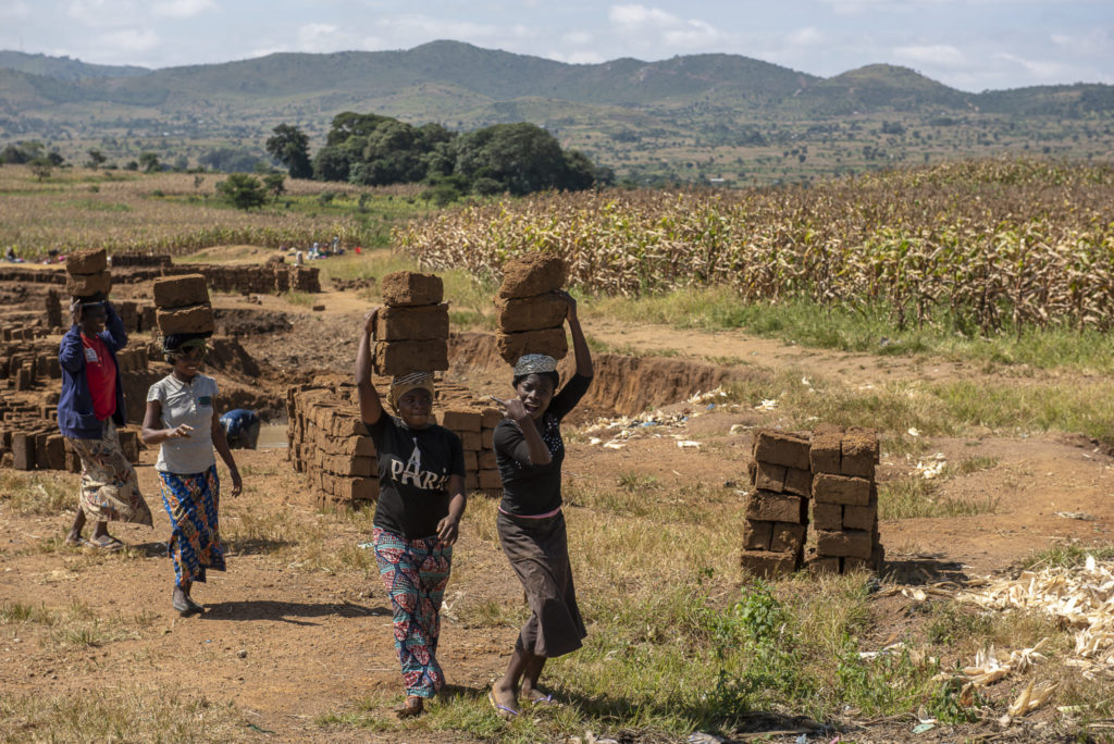 Carry the stones – Malawi