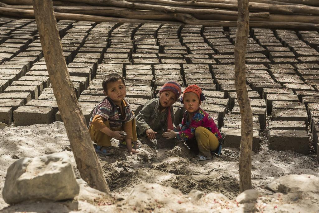 Kids with bricks – Pakistan